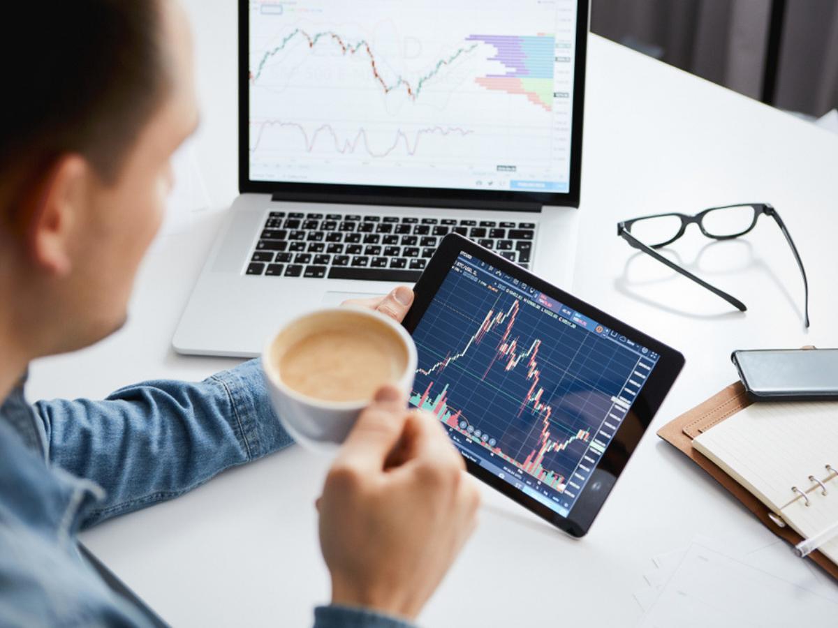 Để đọc biểu đồ chứng khoán nhà đầu tư nên dùng công cụ nào?