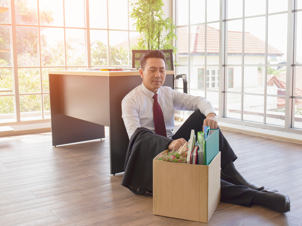 Cú sốc thất nghiệp tuổi 40 của dân văn phòng