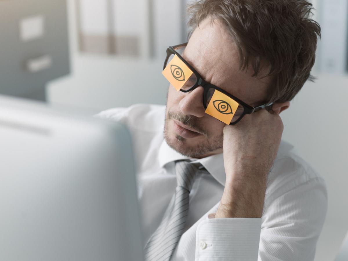 8 lời khuyên cho dân văn phòng để không còn buồn ngủ trong giờ làm việc