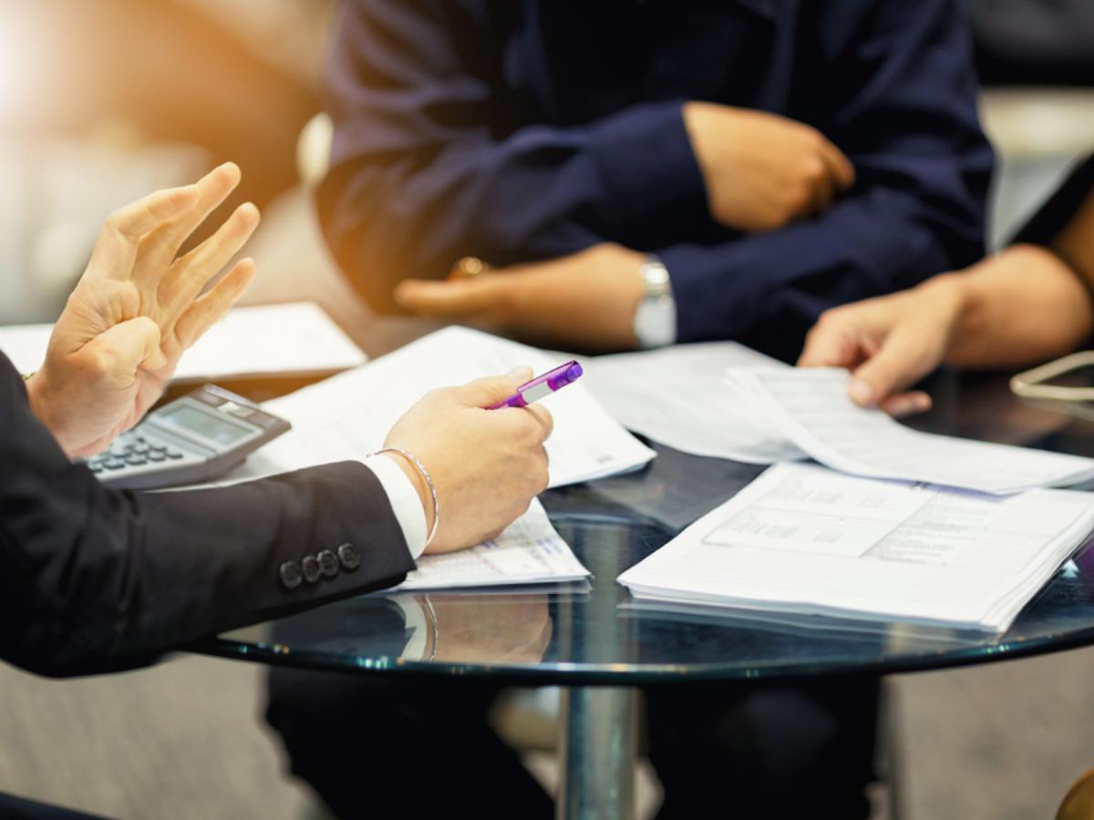 Công việc của nhân viên sales là gì - Bật mí 7 kỹ năng cần có của salesman
