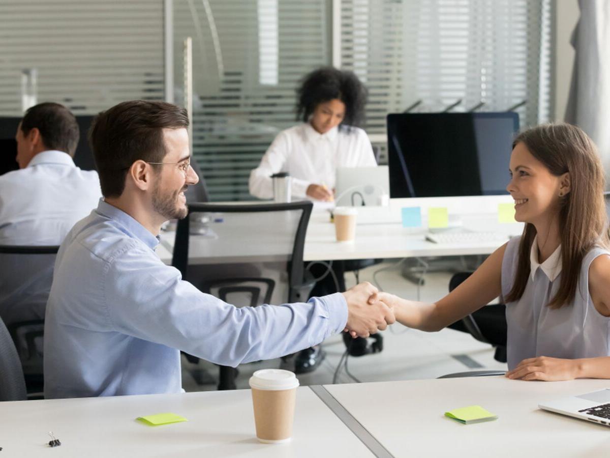Giao tiếp công sở: 5 câu bạn nên hỏi sếp trong ngày đầu tiên đi làm