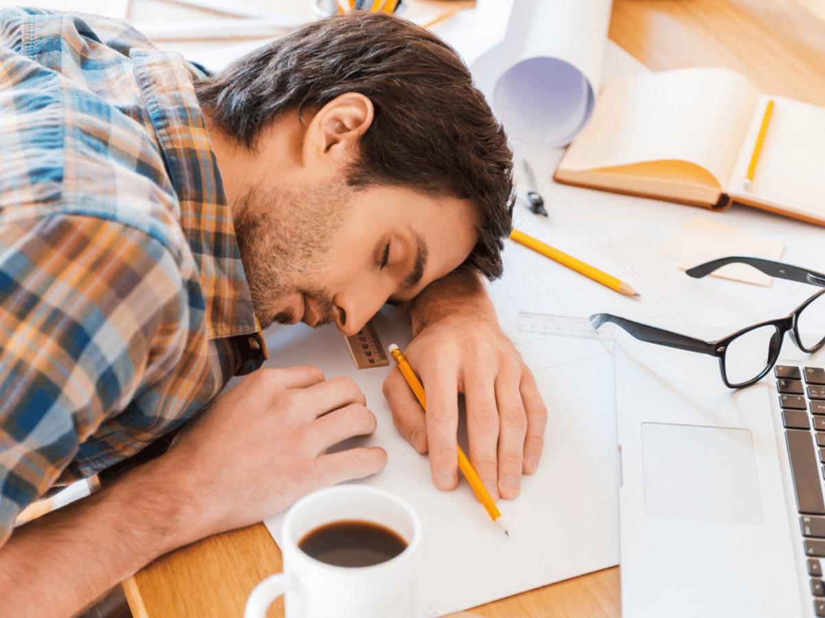 4 sai lầm khi ngủ trưa khiến sức khỏe dân văn phòng bị ảnh hưởng nghiêm trọng