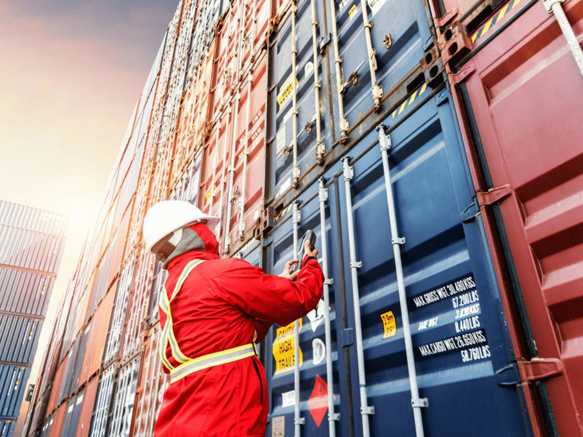 Bật mí mức thu nhập ngành xuất nhập khẩu và những thông tin cần thiết