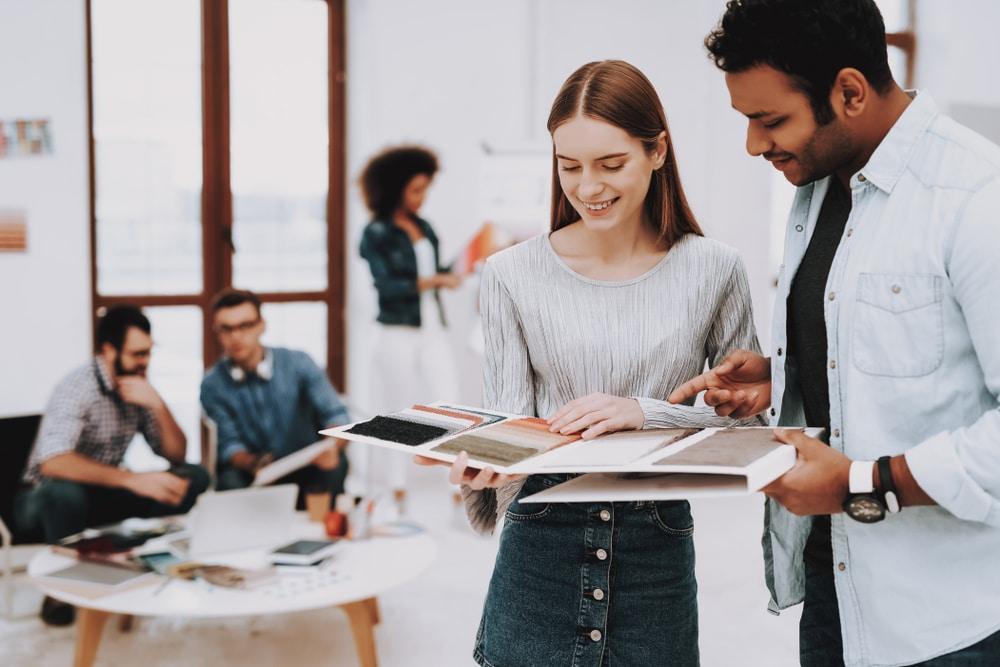 Làm thế nào để xây dựng những mối quan hệ trong công việc full-time đầu tiên mà bạn có?