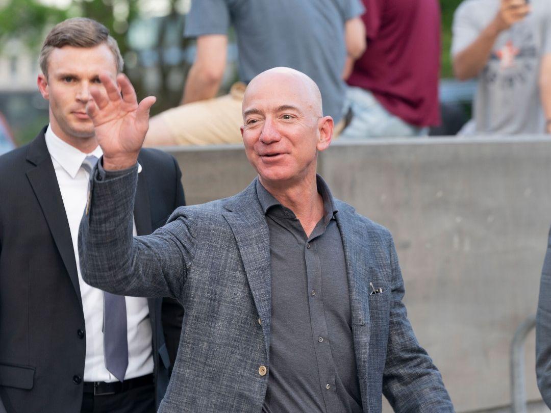 Cách tuyển dụng nhân sự của tỷ phú giàu nhất thế giới Jeff Bezos
