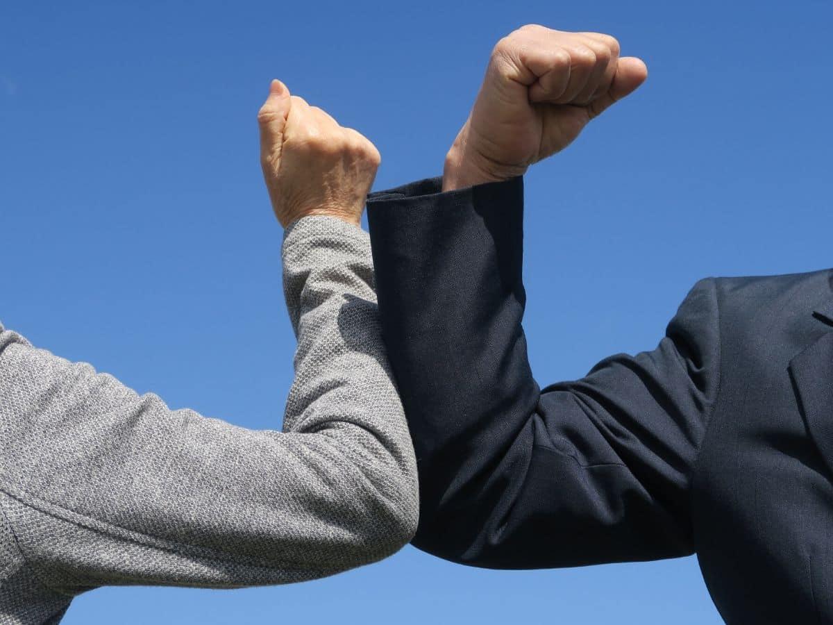 Làm gì để trấn an nhân viên trong mùa dịch trước tin tức tiêu cực