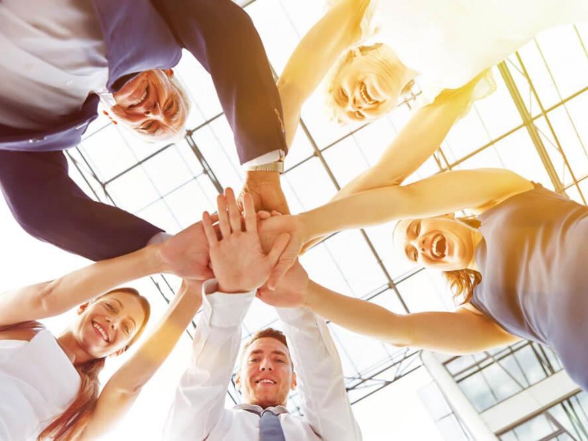 Vì sao nhân viên cảm thấy hạnh phúc đều tăng 12% hiệu suất làm việc?
