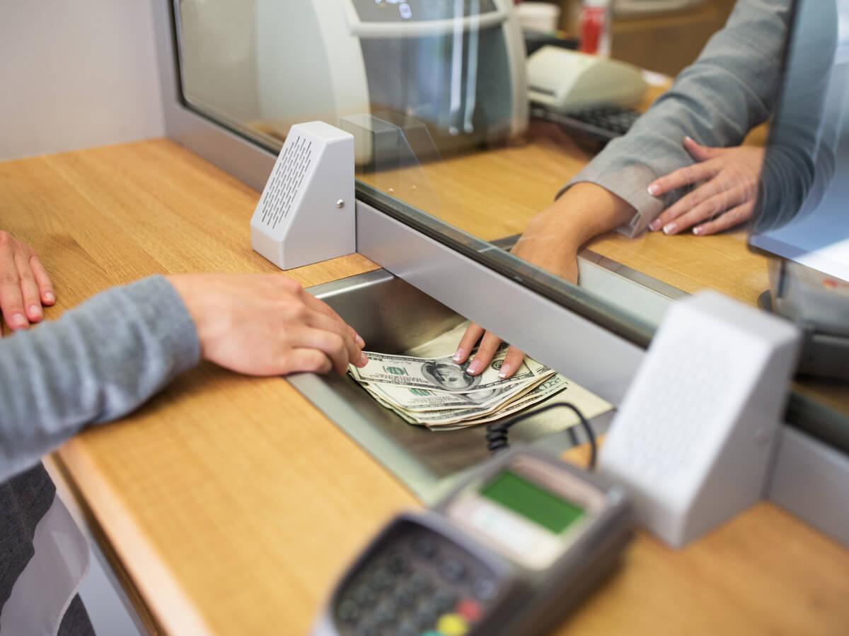 giao dịch viên ngân hàng là gì - HR Insider