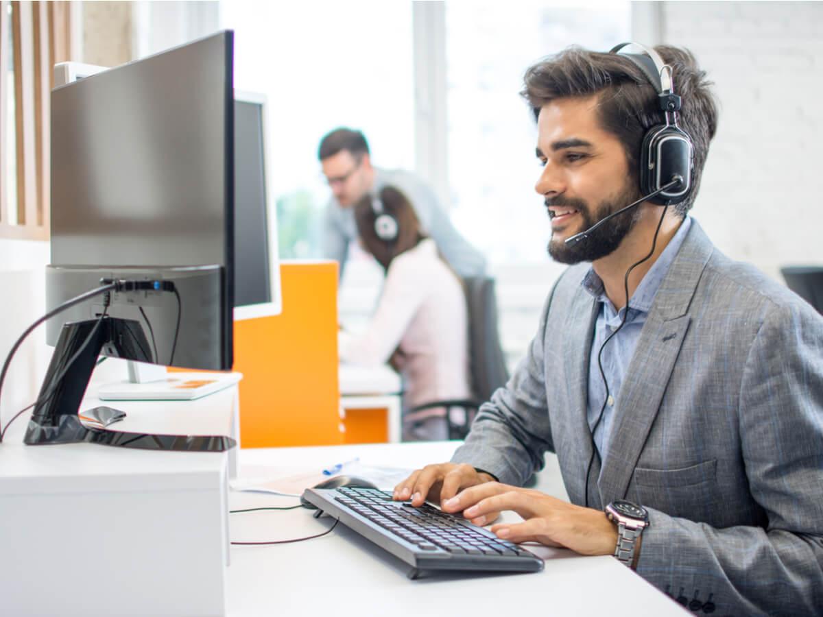 cách giao tiếp với khách hàng qua điện thoại