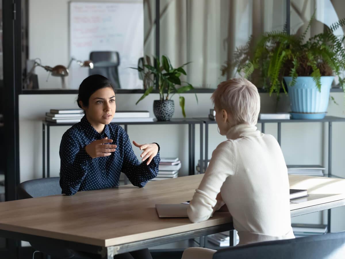 giao tiếp nơi công sở - HR Insider