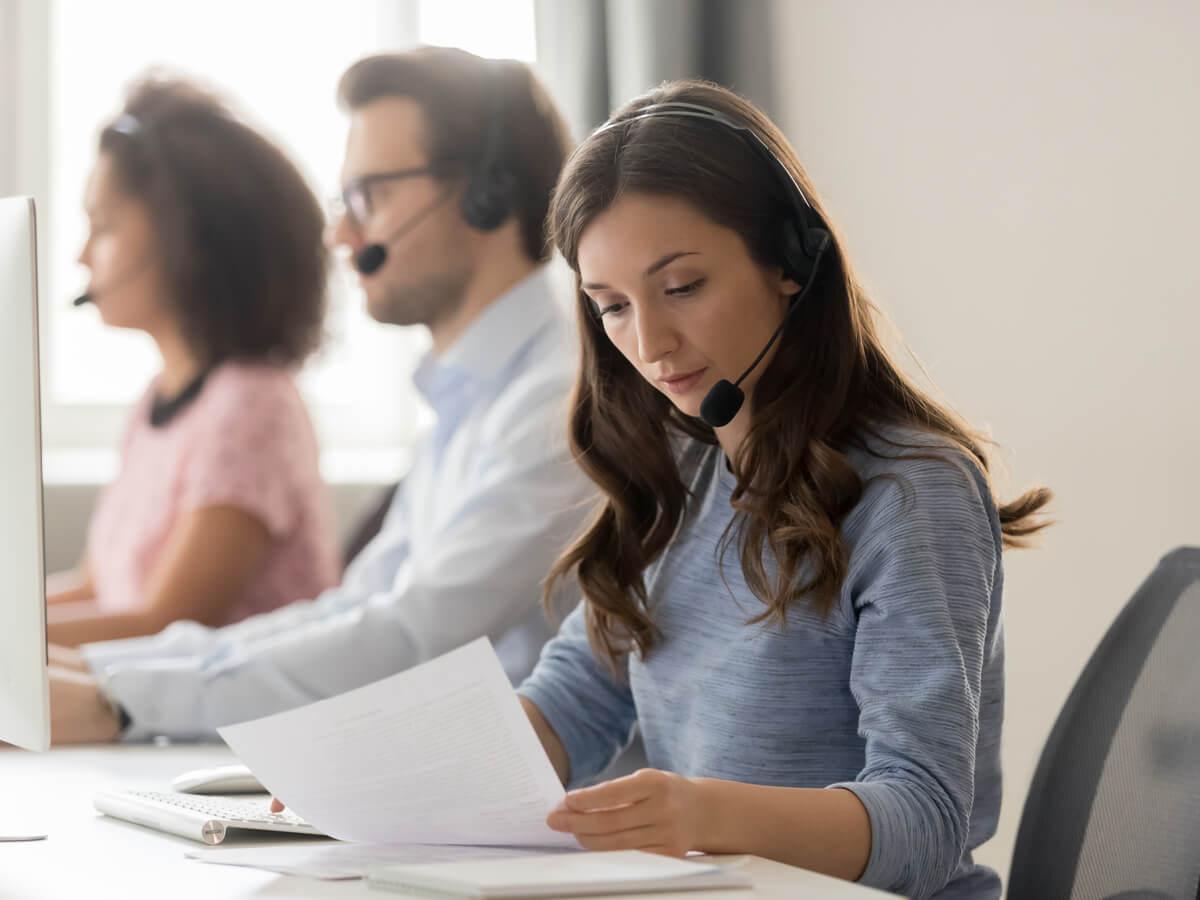 Cách nói chuyện với khách hàng qua điện thoại - HR Insider